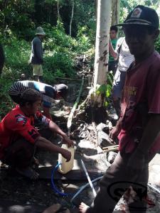 penyaluran sumber air bersih ke dusun 1 salua